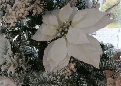 Fausse fleur de Noël pour décoration du sapin en vente à la jardinerie Pradel Horticulture à Luchon