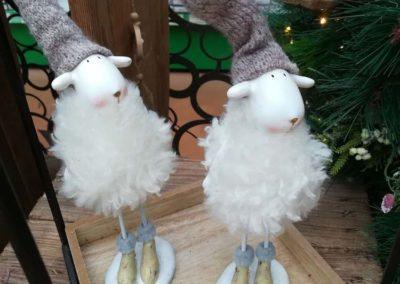 Moutons de Noël pour décorer votre intérieur en vente à la jardinerie Pradel Horticulture à Luchon